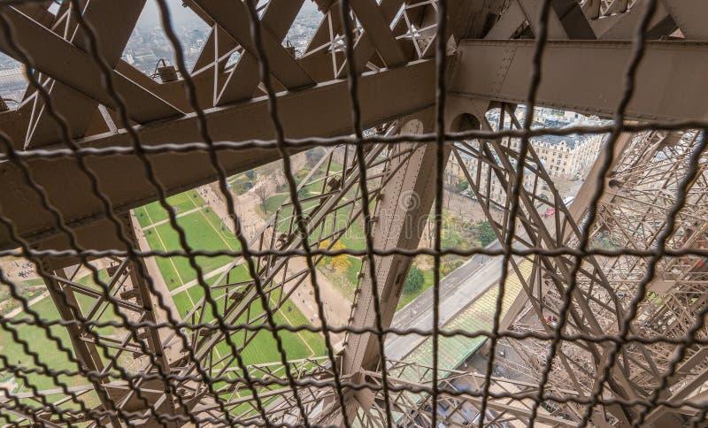 Puesta del sol sobre torre Eiffel en París fotografía de archivo libre de regalías