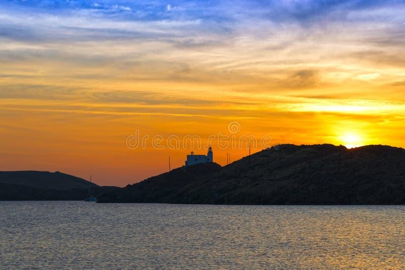 Puesta del sol sobre una isla griega imágenes de archivo libres de regalías