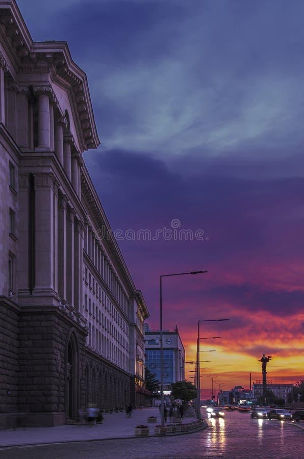 Puesta del sol Sofía, Bulgaria de la ciudad fotografía de archivo
