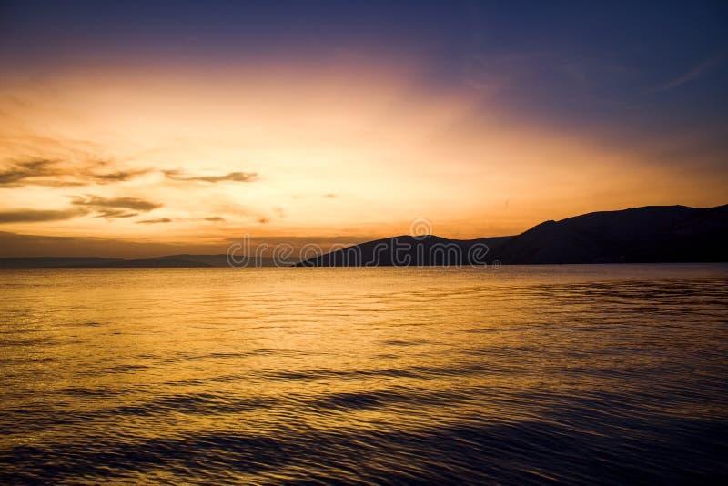Puesta del sol Stara Baska 2017 imagen de archivo