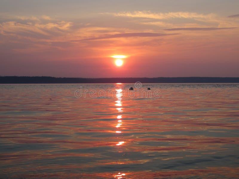 Puesta del sol tranquila de la playa foto de archivo