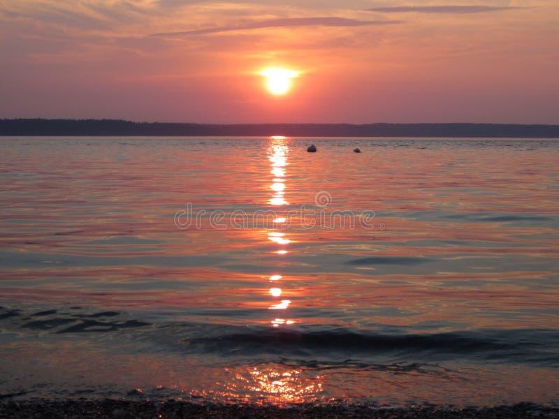 Puesta del sol tranquila de la playa fotografía de archivo libre de regalías
