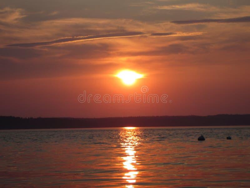 Puesta del sol tranquila de la playa foto de archivo libre de regalías