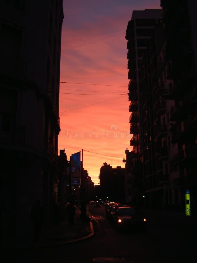 Puesta del sol urbana foto de archivo