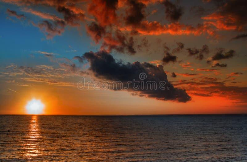 Puesta del sol vibrante hermosa fotografía de archivo libre de regalías