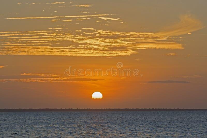 Puesta del sol vista de la playa, Nungwi, Zanzíbar, Tanzania de Magnificient fotos de archivo libres de regalías