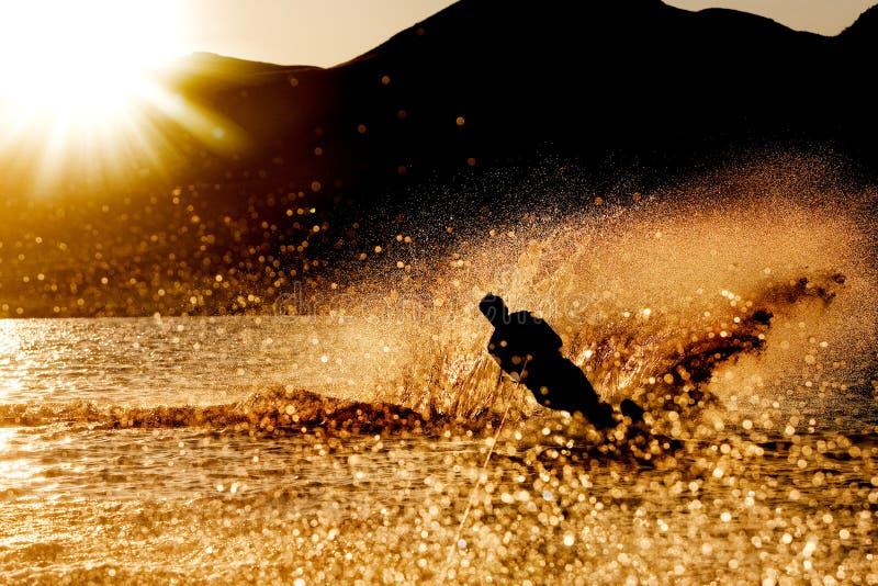 Puesta del sol Waterski fotos de archivo