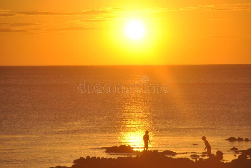 Puesta del sol y niños en Rambla 2 foto de archivo libre de regalías