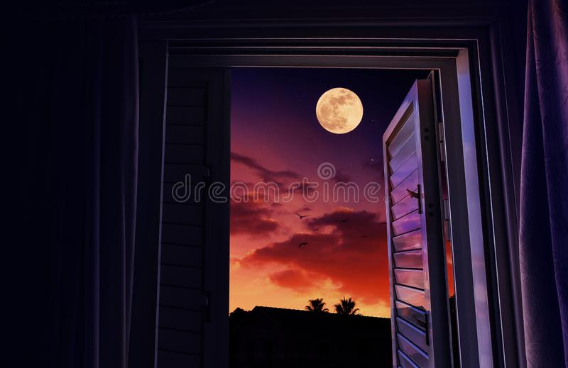 Puesta del sol y salida de la luna vistas de una ventana abierta imágenes de archivo libres de regalías
