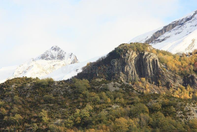 Pueyo de Jaca, βουνά στην κοιλάδα Tena, Πυρηναία στοκ φωτογραφία