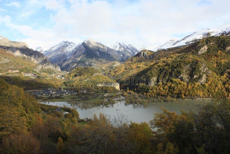 Pueyo de Jaca, βουνά στην κοιλάδα Tena, Πυρηναία στοκ φωτογραφία με δικαίωμα ελεύθερης χρήσης
