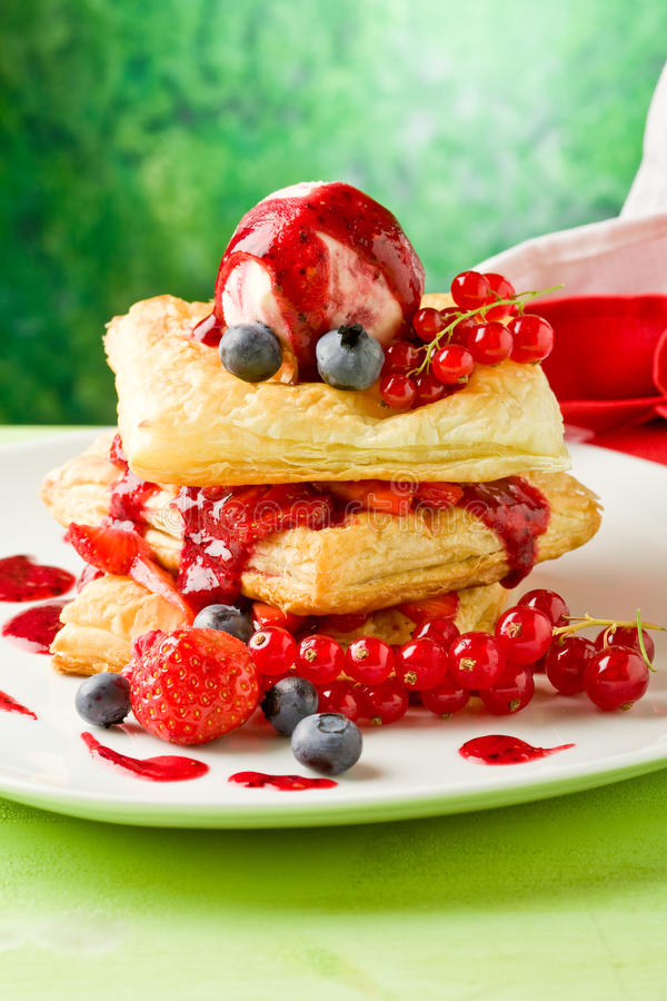 Free Puff Pastry With Berries And Ice Cream Royalty Free Stock Image - 20134526