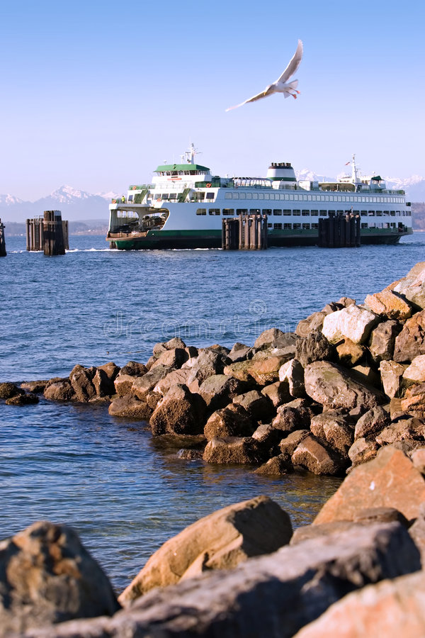 Free Puget Sound Ferry And Shoreline Royalty Free Stock Photography - 4109737