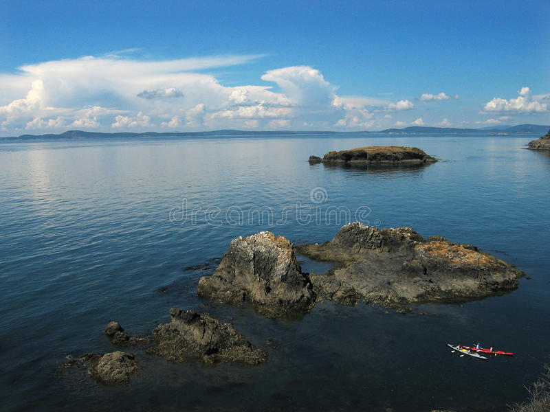 Puget Sound Kayaks nuvens das montanhas fotos de stock royalty free