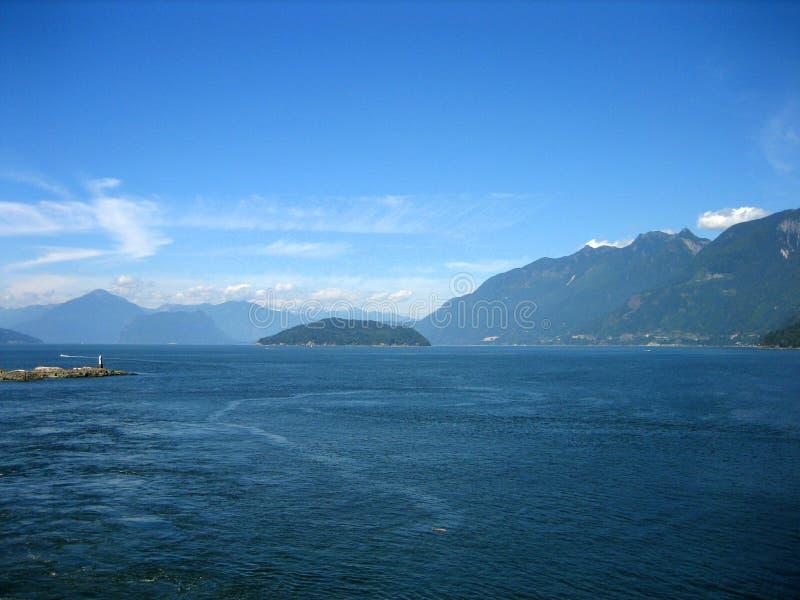 Puget Sound mit Land lizenzfreie stockfotos