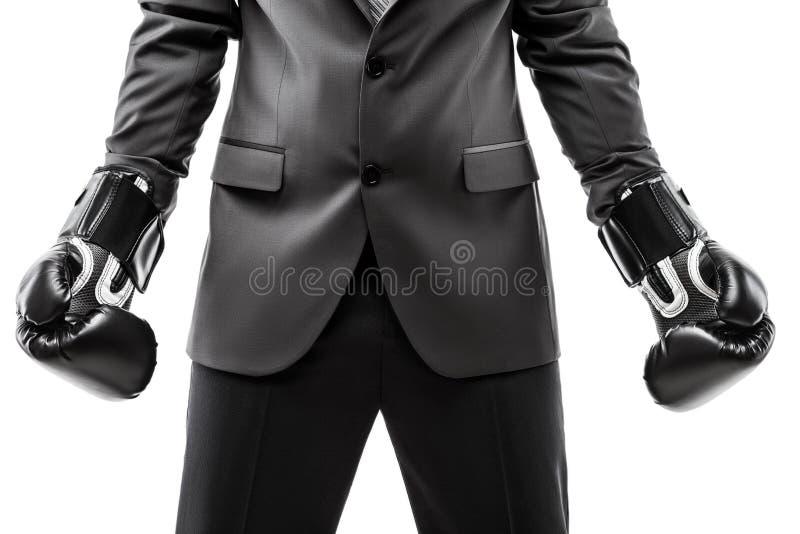 Pugile dell'uomo d'affari in guantoni da pugile d'uso di sport del vestito nero immagini stock libere da diritti
