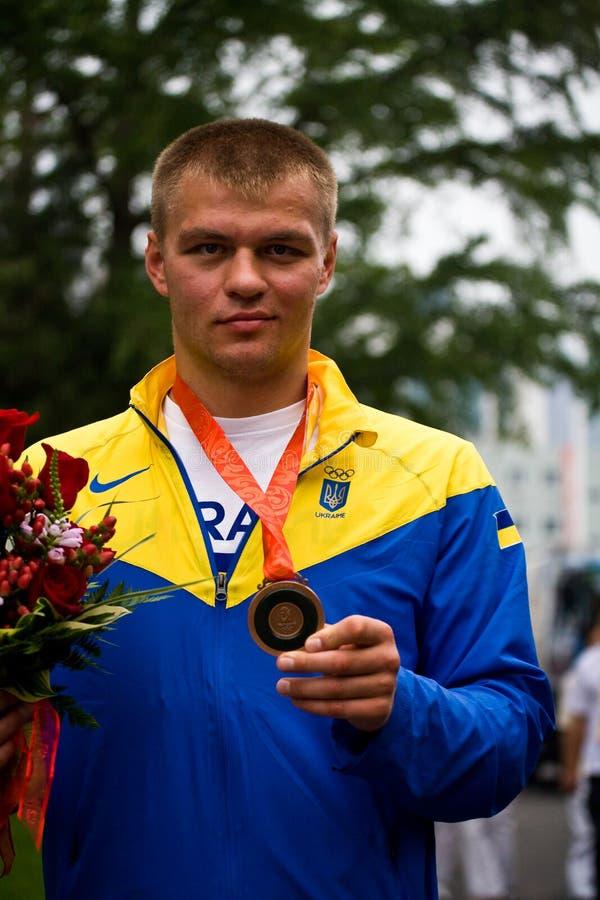 Pugilista olímpico com medalha de bronze fotografia de stock