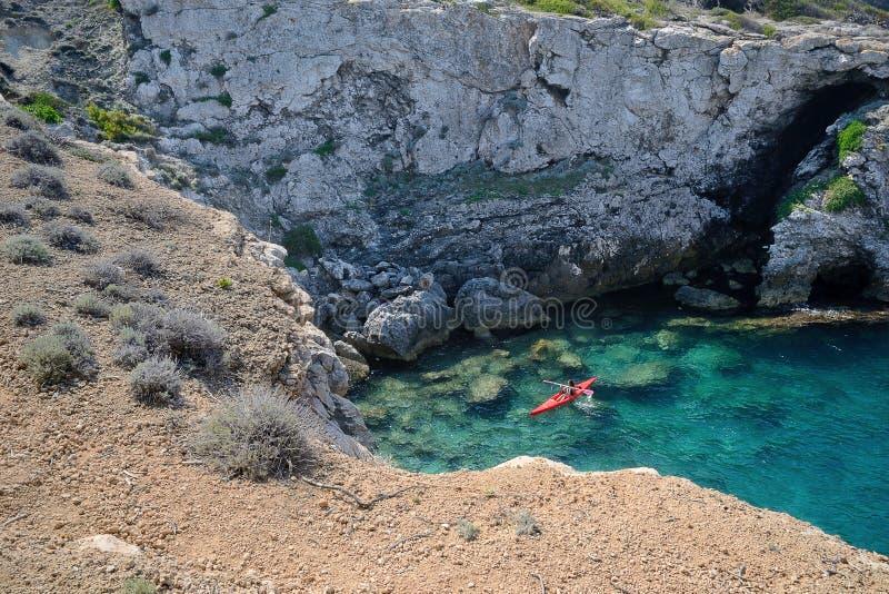 Puglia, Itália, uma baía na ilha do dominó de San no arquipélago de Tremiti fotos de stock royalty free