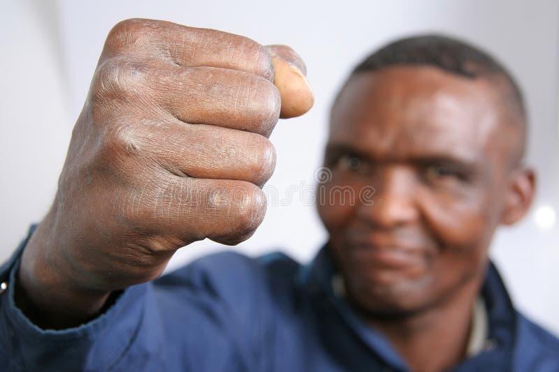 Pugno dell'uomo di colore arrabbiato fotografia stock libera da diritti