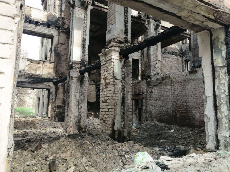 Puin van een het leven vernietigd huis stock afbeeldingen