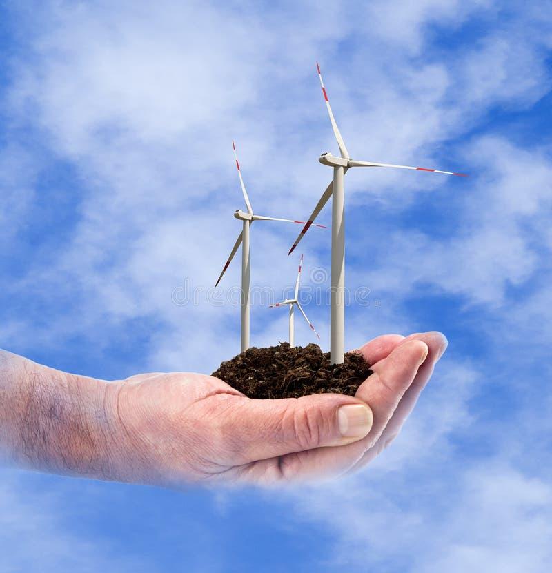 Puissance d'Eco, turbines de vent dans la main images stock