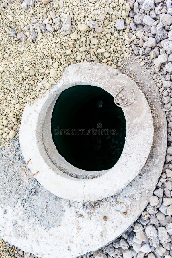 Puits d'eau concrets photo libre de droits