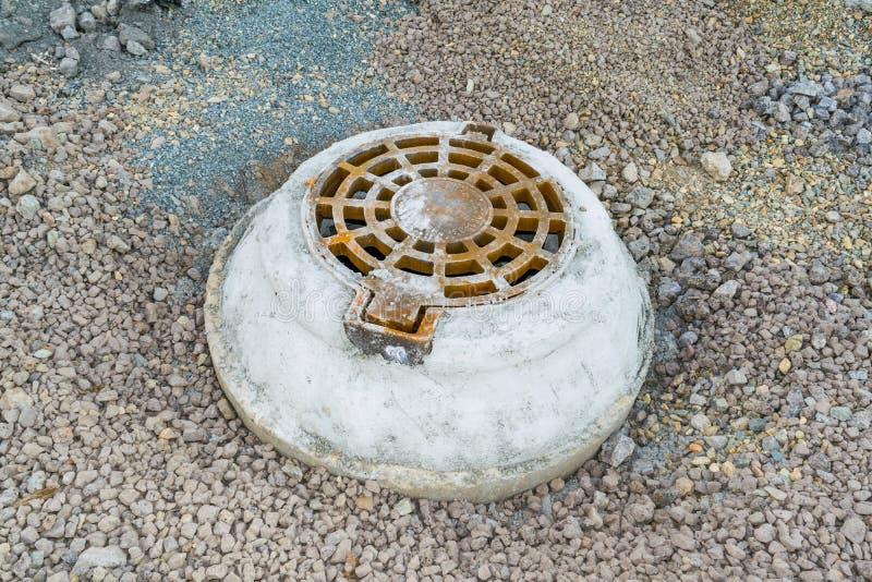 Puits d'eau concrets image libre de droits