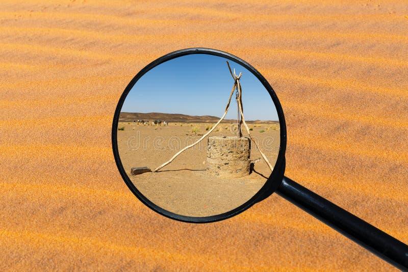 Puits d'eau dans le d?sert du Sahara images stock