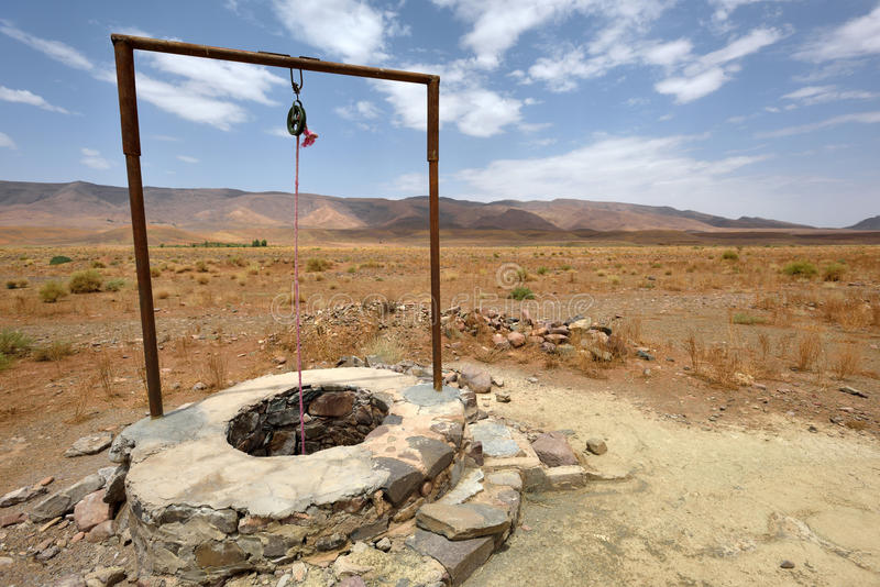 Puits d'eau en Sahara Desert, Maroc photo stock
