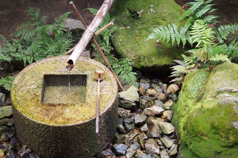 Puits d'eau japonais traditionnel images libres de droits