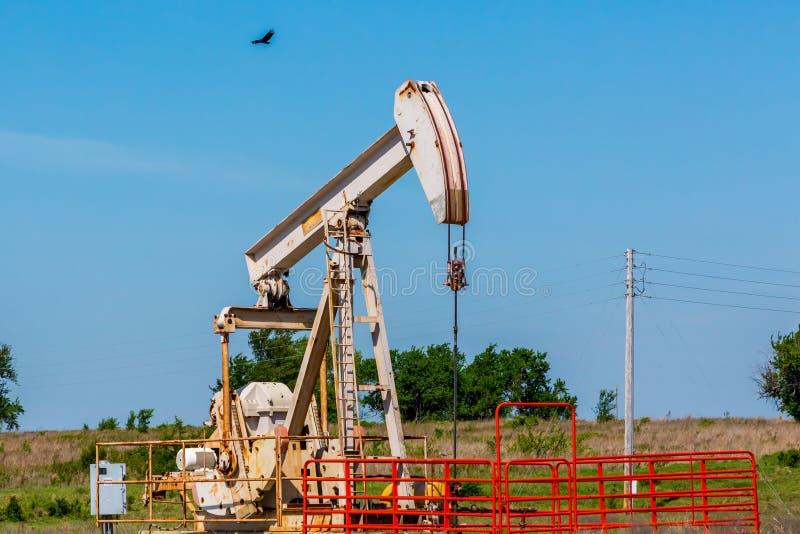 Puits de pétrole Pumpjack dans le Texas ou l'Oklahoma photo libre de droits