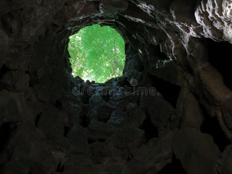 Puits maçonnique d'initiation en Quinta de Regaleira photographie stock
