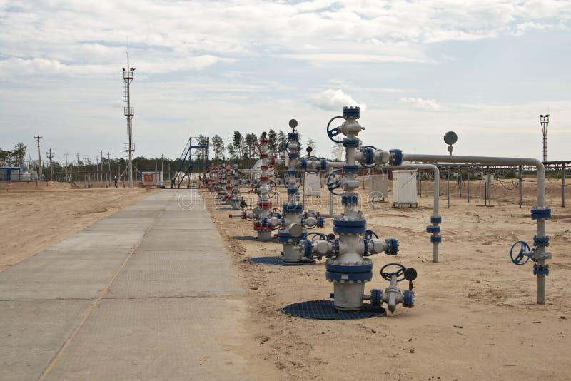 Puits pour l'extraction des hydrocarbures photographie stock libre de droits