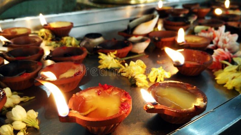 Puja Lamp no templo hindu foto de stock royalty free