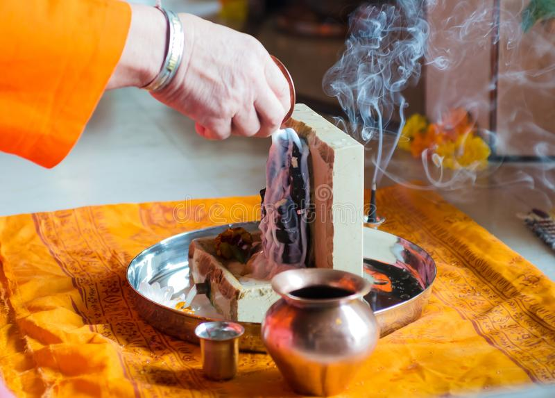 Puja a Lord Ganesh durante o festival de Guru Purnima fotografia de stock