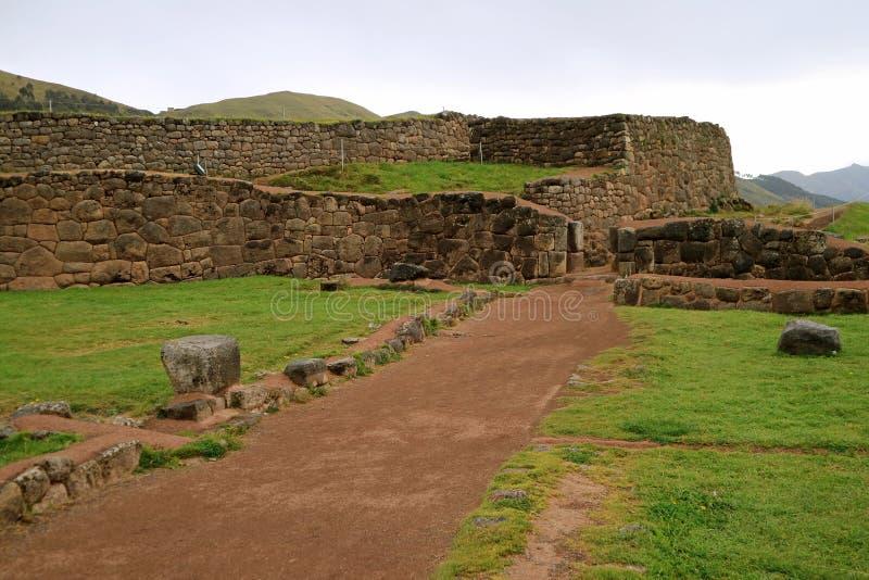 Puka Pukara o fortezza rossa, il resti di architettura militare di Inca Empire nella regione di Cusco, Perù fotografia stock libera da diritti