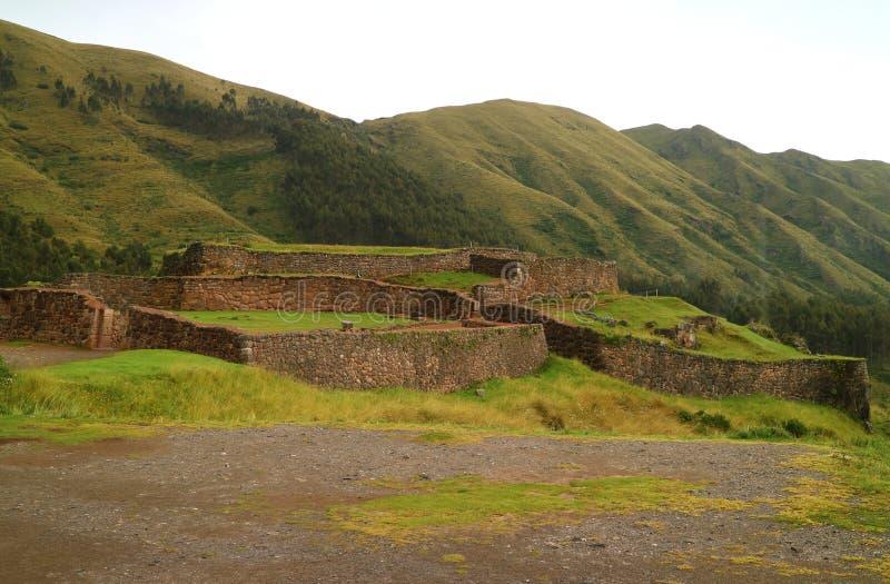 Puka Pukara Red Fortress, as ruínas da arquitetura militar de Inca Empire em Cusco fotografia de stock royalty free