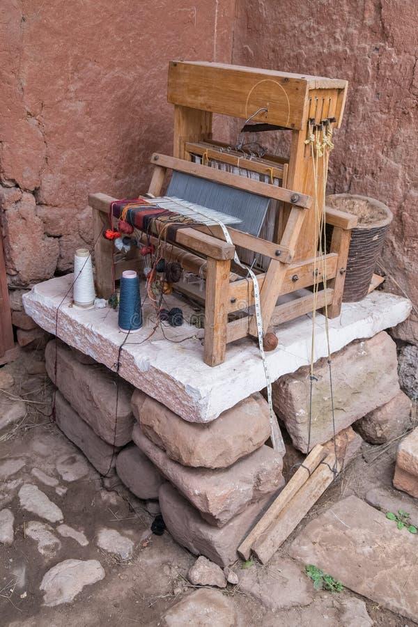 Pukara, Peru - około Czerwiec 2015: Stara tkactwo maszyna w muzeum Pukara, Peru fotografia stock