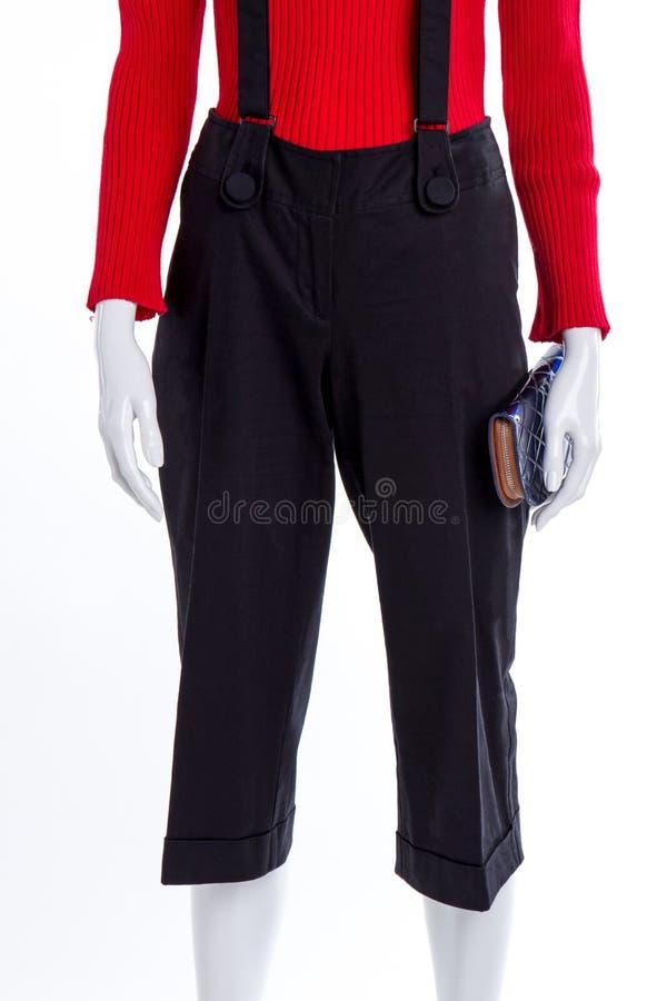 Pulôver vermelho e calças preta imagem de stock royalty free