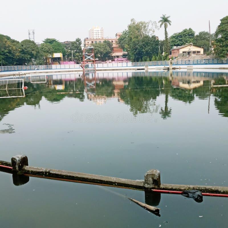 Pul de natación y ciudades de la India imagenes de archivo