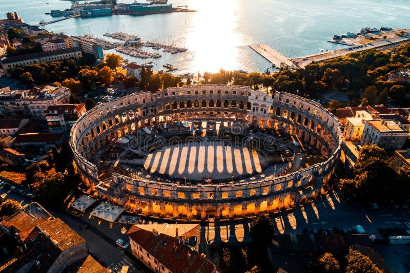 Pula Arena bij zonsondergang, Kroatië royalty-vrije stock foto