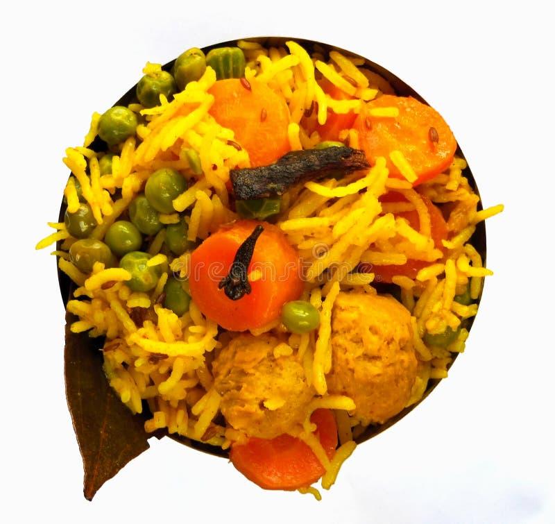 Pulao di verdure della soia del preparato giallo del riso in ciotola su fondo bianco immagini stock libere da diritti