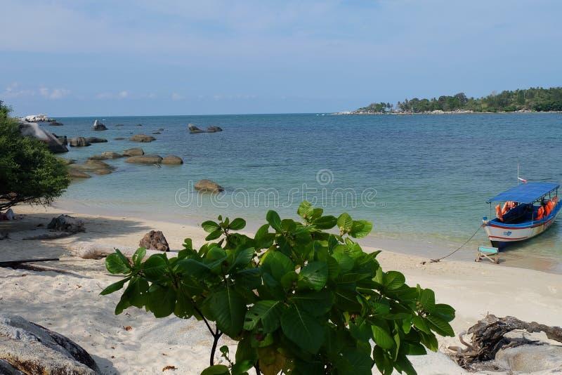 Pulau Putri alla spiaggia di Penyusuk, isola del Belitung del Bangka - Indonesia fotografia stock libera da diritti
