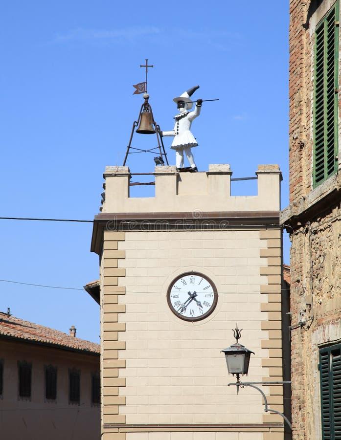 Pulcinella-Turm mit Uhr in Montepulciano, Toskana, Italien lizenzfreies stockbild