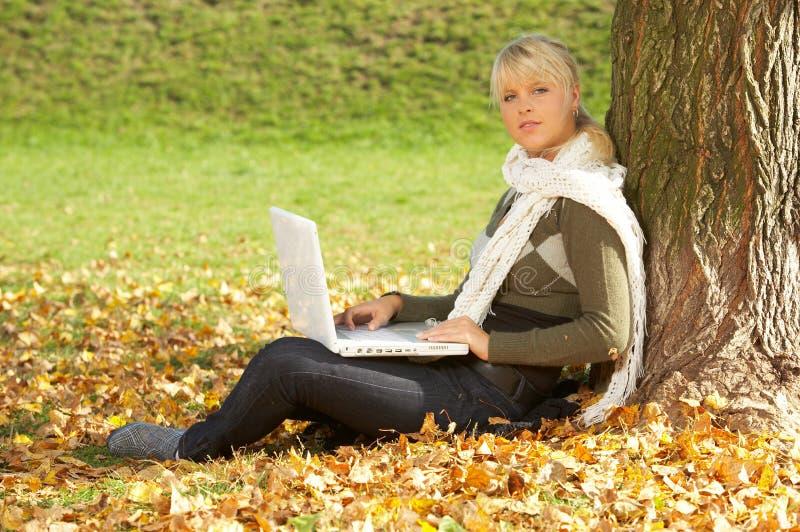 Pulcino di autunno immagine stock libera da diritti