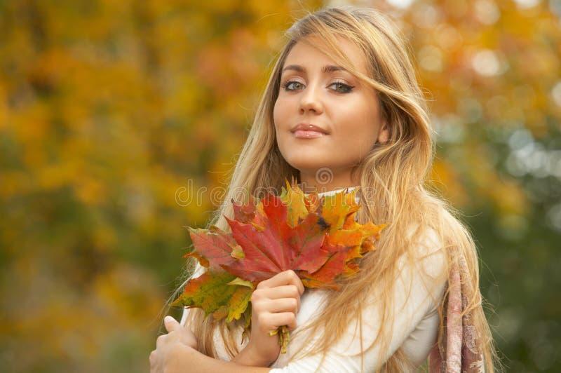 Pulcino di autunno fotografia stock libera da diritti