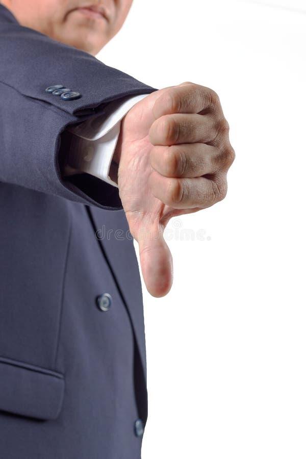 Pulgar de la mano abajo por el hombre de negocios. Símbolo del rechazo imagenes de archivo