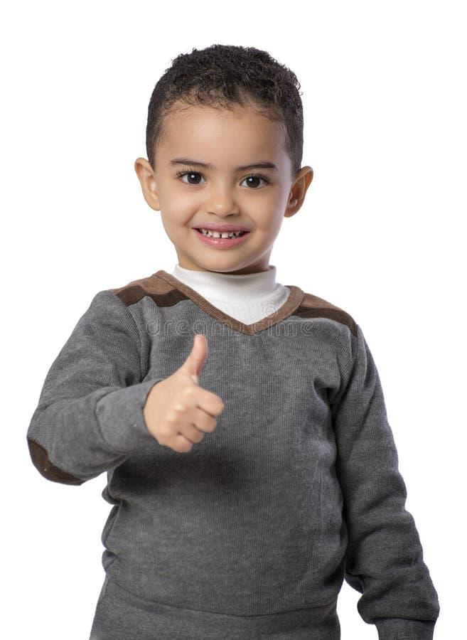 Pulgar encima del pequeño muchacho feliz fotografía de archivo libre de regalías