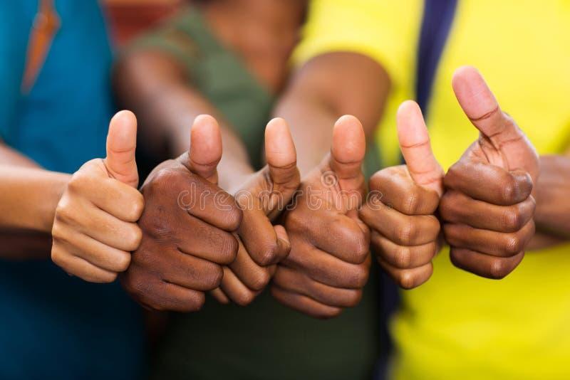 Pulgares africanos del grupo para arriba fotografía de archivo libre de regalías