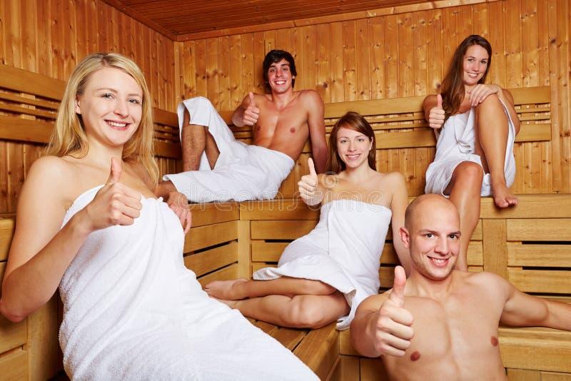 Pulgares para arriba en una sauna mezclada imagenes de archivo